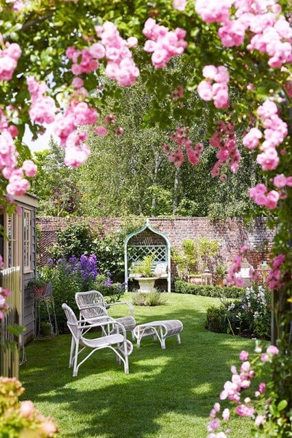 Inspiration corner small gardens for Very small garden design ideas uk